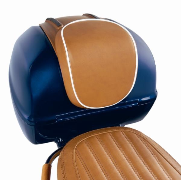 """Original schienalino bauletto """"Luxury Edition"""" Vespa Primavera / Sprint, in vera pelle marrone con bordino bianco"""