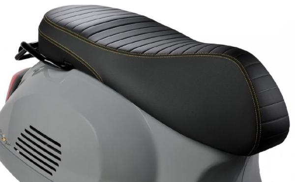 """Sella sportivo """"Black Kit"""" per Vespa GTS Super Tech HPE"""